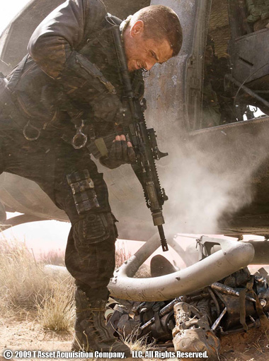HK416を構えるジョン・コナー 従来のガス直噴(=リュングマン)方式と異なり、HK416には閉